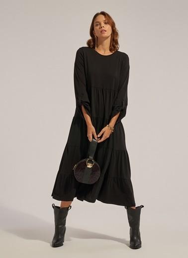 Monamoda Eteği Kesik Volanlı Örme Elbise Siyah